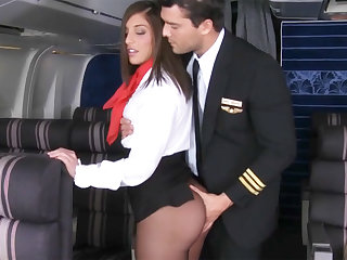 Pilot seduced wine steward to enjoyment from in airplane