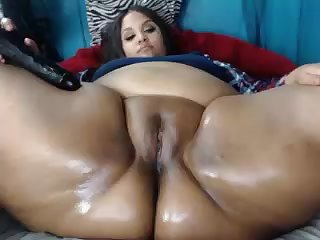 Fat pussy and chubby ass on BBW spread out - webcam closeup