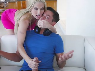 Perfect MILF apropos body of goddess Christie Stevens rides strong cock